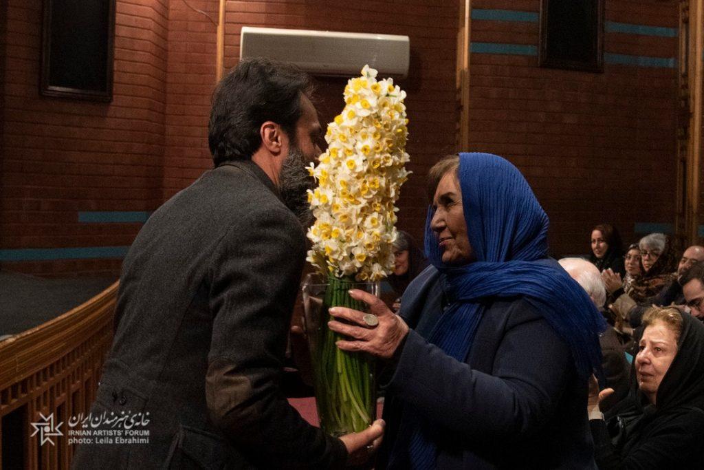 کتاب گزیده آثار محمدابراهیم جعفری «سفر با ماه» در خانه هنرمندان ایران رونمایی شد